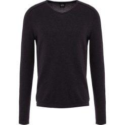 BOSS CASUAL PASSERBY Sweter black. Czarne swetry klasyczne męskie BOSS Casual, l, z bawełny. Za 379,00 zł.