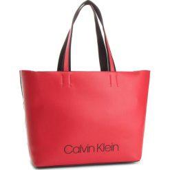 Torebka CALVIN KLEIN - Collegic Shopper K60K604457 626. Czerwone shopper bag damskie marki Calvin Klein, z materiału, duże. Za 649,00 zł.