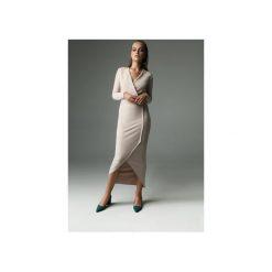 Sukienka Fern - nude. Brązowe sukienki dzianinowe marki Mohito, l, z kopertowym dekoltem, kopertowe. Za 309,00 zł.