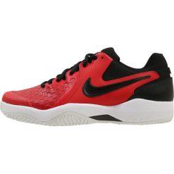 Nike Performance AIR ZOOM RESISTANCE Obuwie multicourt univ red/black/white. Czerwone buty do tenisa męskie Nike Performance, z materiału. W wyprzedaży za 269,10 zł.