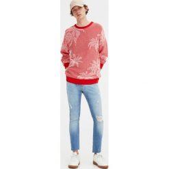 Jeansy super skinny fit z przetarciami. Niebieskie rurki męskie Pull&Bear, z jeansu. Za 62,90 zł.