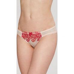 Gossard - Figi Raspberry Kiss. Czerwone figi marki DOMYOS, z elastanu. W wyprzedaży za 49,90 zł.