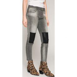 Silvian Heach - Jeansy. Szare jeansy damskie marki Silvian Heach, z bawełny, z standardowym stanem. W wyprzedaży za 429,90 zł.