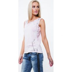 Bluzka z agrafkami jasnoróżowa ZZ1095. Czerwone bluzki na imprezę Fasardi, l. Za 39,00 zł.