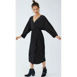 Błyszcząca sukienka wieczorowa midi. Czarne sukienki hiszpanki Pull&Bear, wizytowe, midi. Za 139,00 zł.