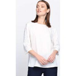 Biała Bluzka Crazy For You. Białe bluzki z odkrytymi ramionami marki Born2be, xl, z koronki, z okrągłym kołnierzem. Za 49,99 zł.