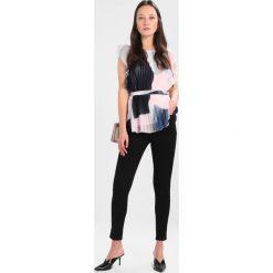 Dorothy Perkins SHAPE AND LIFT JEAN Jeans Skinny Fit black. Czarne jeansy damskie relaxed fit marki Dorothy Perkins, z bawełny. Za 209,00 zł.