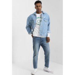 Calvin Klein KASMAS Bluza white. Pomarańczowe bluzy męskie marki Calvin Klein, l, z bawełny, z okrągłym kołnierzem. Za 449,00 zł.
