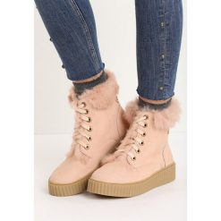 Różowe Śniegowce Maven. Czerwone buty zimowe damskie marki Born2be, na płaskiej podeszwie. Za 99,99 zł.