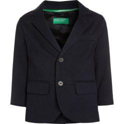 Benetton Marynarka dark blue. Niebieskie kurtki dziewczęce marki Benetton, z bawełny. W wyprzedaży za 149,40 zł.