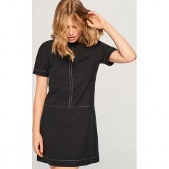 Sukienka z lyocellem - Czarny. Czarne sukienki z falbanami marki Cropp, l. Za 139,99 zł.