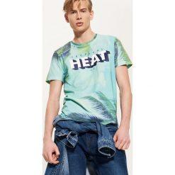 T-shirty męskie z nadrukiem: T-shirt z tropikalnym nadrukiem – Wielobarwn