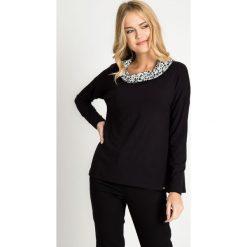 Bluzki damskie: Czarna bluzka z ozdobnym kołnierzem QUIOSQUE