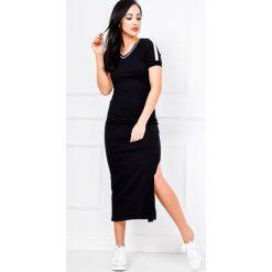 Sukienki: Sukienka z dekoltem w serek