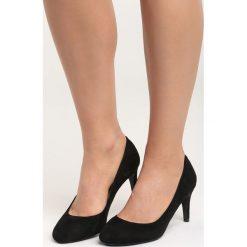Czarne Czółenka This is You. Czarne buty ślubne damskie Born2be, z okrągłym noskiem, na szpilce. Za 69,99 zł.