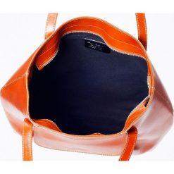 Skórzana Torebka na ramię Tracolla Czarna. Czarne kuferki damskie Vera Pelle, z aplikacjami, ze skóry, na ramię, z aplikacjami. Za 299,00 zł.