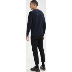 Calvin Klein SASMA STRUCTURED Sweter blue. Niebieskie kardigany męskie Calvin Klein, m, z bawełny. W wyprzedaży za 374,25 zł.