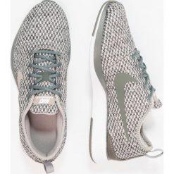 Nike Sportswear DUALTONE RACER SE (GS) Tenisówki i Trampki river rock/cobblestone/black/light bone. Czarne trampki chłopięce Nike Sportswear, z materiału. W wyprzedaży za 223,30 zł.