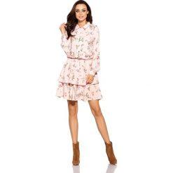 Klasyczna koszulowa sukienka L281 pudrowy róż w kwiatki. Czerwone sukienki balowe marki Lemoniade, na jesień, l, w kwiaty, z klasycznym kołnierzykiem, mini, koszulowe. Za 249,90 zł.