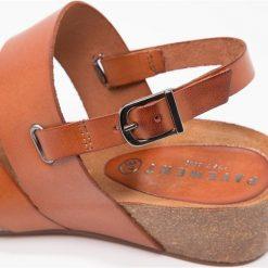 Pavement CAITLIN Japonki tan. Brązowe sandały damskie Pavement, z materiału. Za 399,00 zł.