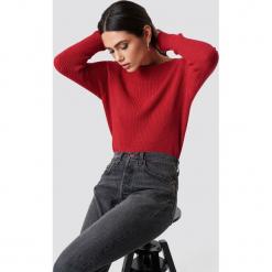 Rut&Circle Sweter Quini - Red. Szare swetry klasyczne damskie marki Vila, l, z dzianiny, z okrągłym kołnierzem. Za 121,95 zł.