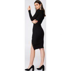 Sukienki dzianinowe: Rebecca Stella Sukienka w prążki z rozcięciem - Black