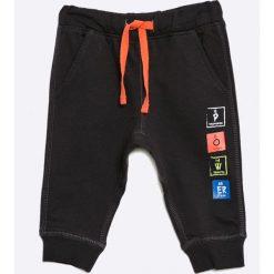 Blu Kids - Spodnie dziecięce 68-98 cm. Czarne spodnie chłopięce Blukids, z bawełny. W wyprzedaży za 19,90 zł.