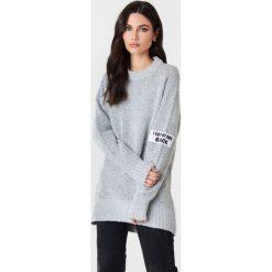 Rut&Circle Sweter Winnie - Grey. Szare swetry klasyczne damskie marki Vila, l, z dzianiny, z okrągłym kołnierzem. Za 141,95 zł.