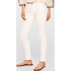 Mango - Jeansy Paty. Białe jeansy damskie Mango, z bawełny. Za 89,90 zł.
