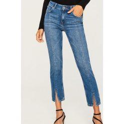 Jeansy z regularnym stanem - Niebieski. Niebieskie spodnie z wysokim stanem marki Reserved, z jeansu. W wyprzedaży za 69,99 zł.
