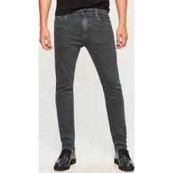Jeansy slim fit - Szary. Szare jeansy męskie relaxed fit marki Reserved. Za 129,99 zł.