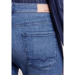 Boyfriendy damskie: BOSS CASUAL AUSTIN Jeansy Slim Fit bright blue