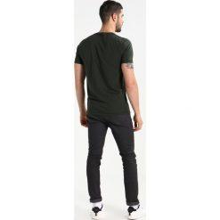 T-shirty męskie z nadrukiem: Abercrombie & Fitch LOGO SITEBUSTER Tshirt z nadrukiem green
