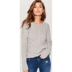 Sweter z wełną - Jasny szar. Czerwone swetry klasyczne damskie marki Mohito, z bawełny. Za 119,99 zł.