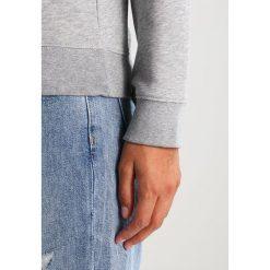 GANT SHIELD LOGO C NECK Bluza grey melange. Szare bluzy rozpinane damskie GANT, xxl, z bawełny. Za 399,00 zł.