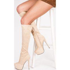 Buty zimowe damskie: ZAMSZOWE KOZAKI NA PLATFORMIE