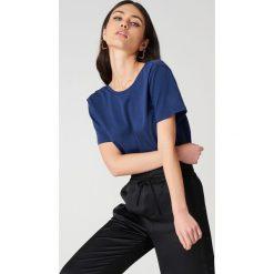 NA-KD Basic T-shirt z odkrytymi plecami - Blue,Navy. Różowe t-shirty damskie marki NA-KD Basic, z bawełny. Za 52,95 zł.