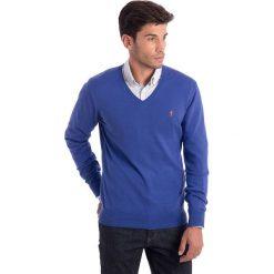 Swetry klasyczne męskie: Sweter w kolorze niebieskim
