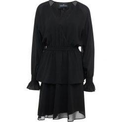 DESIGNERS REMIX LEA WRAP DRESS Sukienka koktajlowa black. Białe sukienki koktajlowe marki DESIGNERS REMIX, z elastanu, polo. Za 899,00 zł.