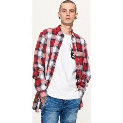 Koszule męskie: Koszula z nadrukiem na plecach – Czerwony