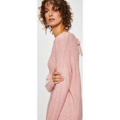 Medicine - Sweter Basic. Szare swetry klasyczne damskie MEDICINE, l, z bawełny, z okrągłym kołnierzem. W wyprzedaży za 63,90 zł.