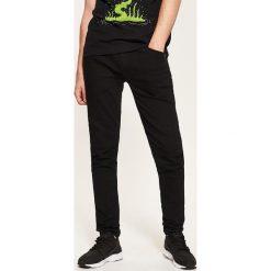 Jeansy skinny - Czarny. Czarne jeansy męskie regular House, z jeansu. Za 89,99 zł.