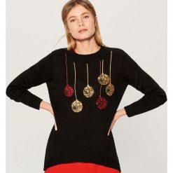 Świąteczny sweter ze świecącymi lampkami - Czarny. Czarne swetry klasyczne damskie marki Mohito, l. Za 99,99 zł.