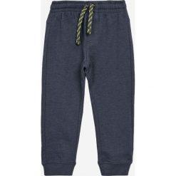 Blukids - Spodnie dziecięce 98-128 cm (2-Pack). Szare spodnie chłopięce Blukids, z bawełny. W wyprzedaży za 49,90 zł.