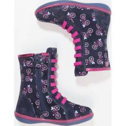 Agatha Ruiz de la Prada BUTTERFLY Kozaki purple. Szare buty zimowe damskie marki Agatha Ruiz de la Prada. W wyprzedaży za 185,40 zł.