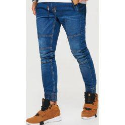 Jeansy SLIM JOGGER - Granatowy. Niebieskie jeansy męskie regular Cropp. Za 139,99 zł.