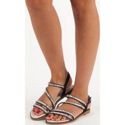JAIRA stylowe sandały płaskie czarne. Czarne rzymianki damskie Nio Nio, na płaskiej podeszwie. Za 58,90 zł.