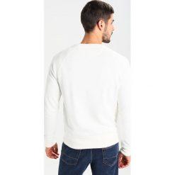 GANT SHIELD CNECK Bluza offwhite. Niebieskie bluzy męskie marki GANT. Za 379,00 zł.