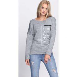 Szara Bluzka Looking Down. Szare bluzki longsleeves marki Born2be, l, z aplikacjami, z okrągłym kołnierzem. Za 39,99 zł.
