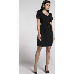 Czarna Wizytowa Sukienka Bombka z Dekoltem V. Czarne sukienki koktajlowe marki Molly.pl, l, dekolt w kształcie v, z krótkim rękawem, mini, bombki. W wyprzedaży za 145,92 zł.